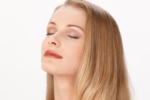 woman-eyes-closed
